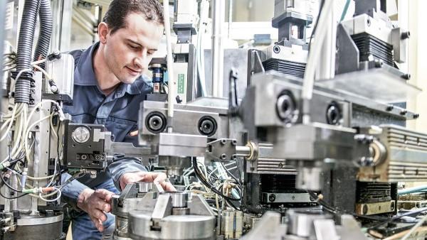Gut geschulte Mitarbeiter sorgen für einen reibungslosen Produktionsanlauf.