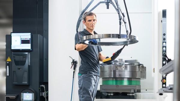 Praxistest: Die Werkzeugmaschine 4.0 bewährt sich unter realen Produktionsbedingungen.