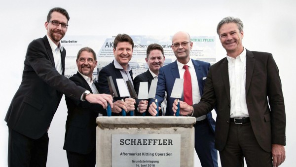 "The Automotive Aftermarket division starts the construction phase for its new assembly and packaging center, called Aftermarket Kitting Operation (AKO). The state-of-the-art logistics facility represents a EUR 180 million investment and is one of 20 initiatives of Schaeffler's program for the future ""Agenda 4 plus One""."