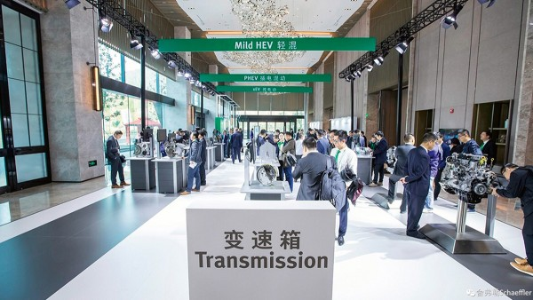 The traditional Schaeffler Symposium starts with the kick-off event in Baden-Baden: For the first time, three more identical events are held in the regions Americas (Detroit), Asia/Pacific (Tokyo) and Greater China (Shanghai, photo).