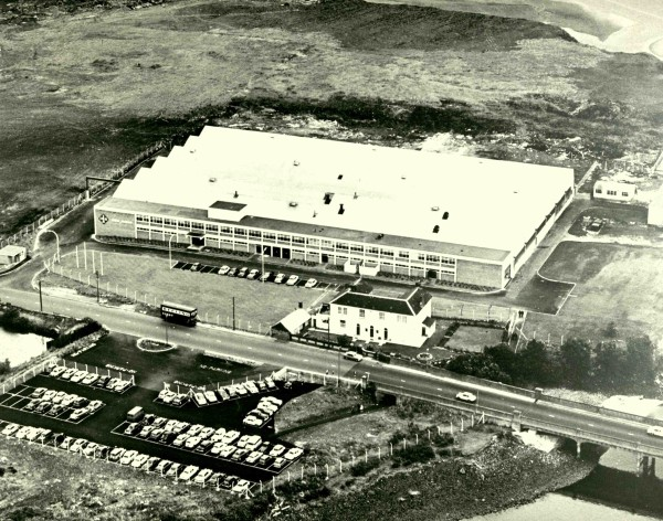 1957: First foreign plant: with six employees, needle roller production starts in Llanelli, Great Britain.