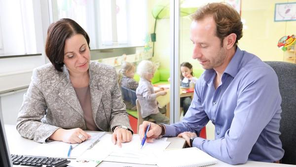 Wenn die Kinderbetreuung kurzfristig einmal ausfällt, können Eltern ihre Kinder mit in das Eltern-Kind Büro bringen.