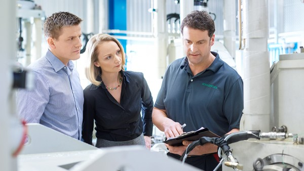 Quality, supplier reliability, and environmental aspects are central issues in supplier meetings.