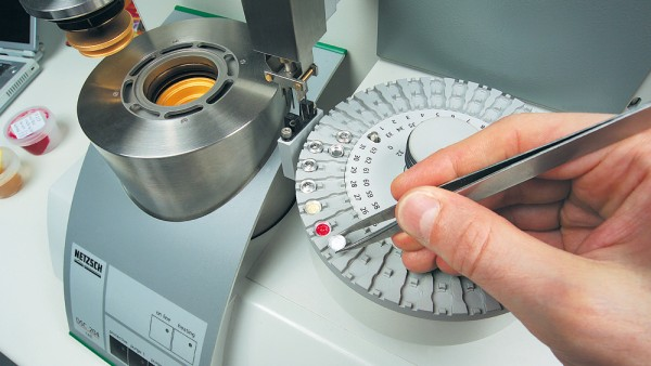 Chemische und physikalische Labors, z. B. für Schmierstofftests
