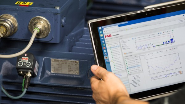 The FAG SmartCheck diagnostic system transfers data to the cloud. The cloud provides greater processing power and a wider range of analysis options than the existing local calculation system.
