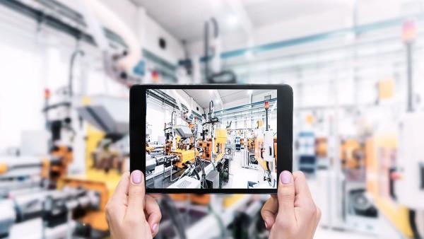 Schaeffler sieht sich nicht nur als Ausrüster intelligenter Fabriken, sondern implementiert neue Technologien frühzeitig in die eigene Serienproduktion.