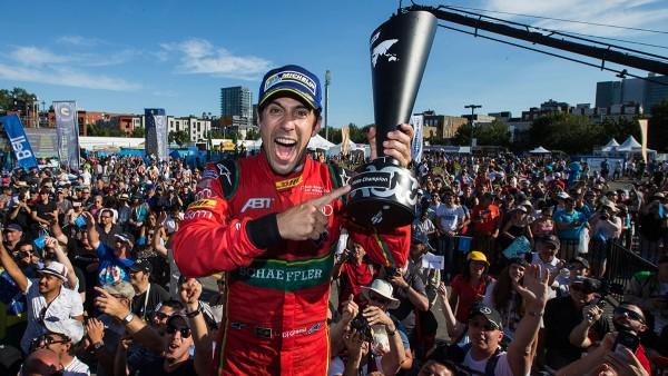 Lucas di Grassi wins the drivers' title in the 2016/2017 Formula E finale.