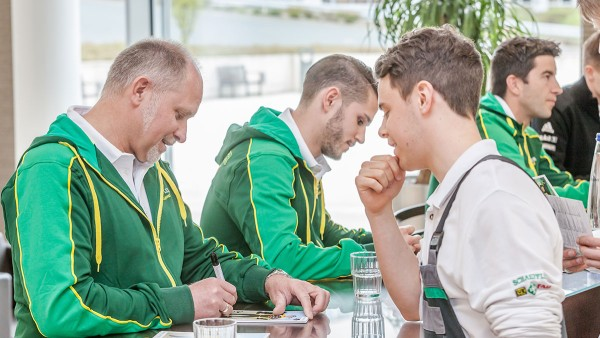 Formula Student participants and Schaeffler representatives at the Motorsport Academy in Herzogenaurach