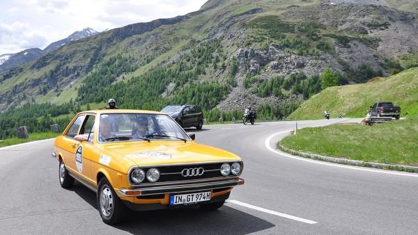 Kitzbüheler Alpenrallye: malerische Landschaft, historische Fahrzeuge und geselligen Zusammenkunft