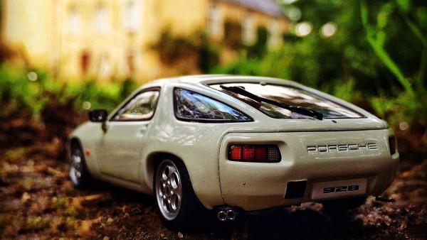 Porsche 928, 1977