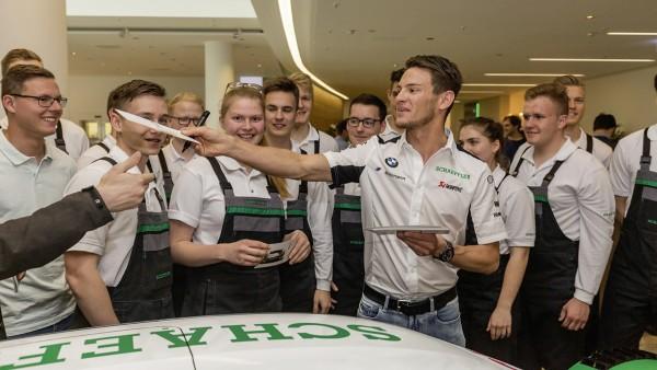 Autogrammstunde mit DTM-Champion Marco Wittmann in der Schaeffler-Firmenzentrale in Herzogenaurach