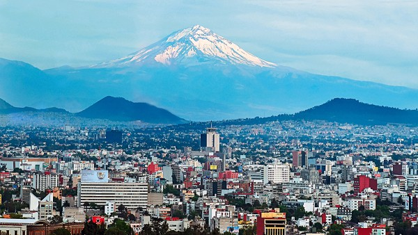 A metropolis in transition: Mexico City