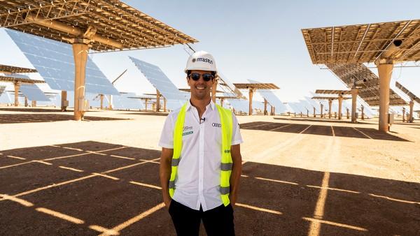 Lucas di Grassi (Audi Sport ABT Schaeffler) im weltweit größten Solarkraftwerk nahe Marrakesch. Hierfür liefert Schaeffler präzise Lagertechnik.