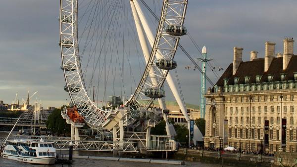 Wahrzeichen am Ufer der Themse: das London Eye