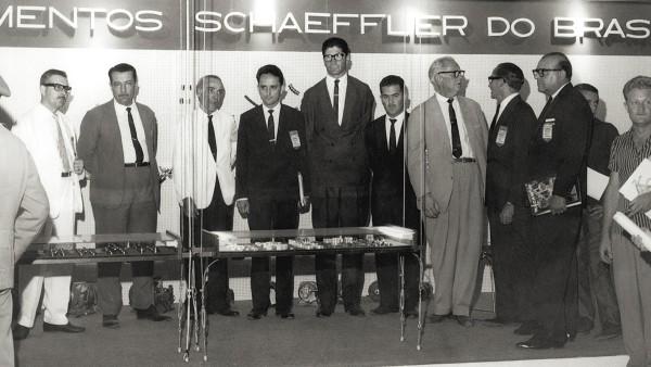 "Los hermanos Wilhelm Schaeffler y Georg Schaeffler fundan ""Rolamentos Schaeffler do Brasil"" en agosto de 1958, en Santo Amaro."
