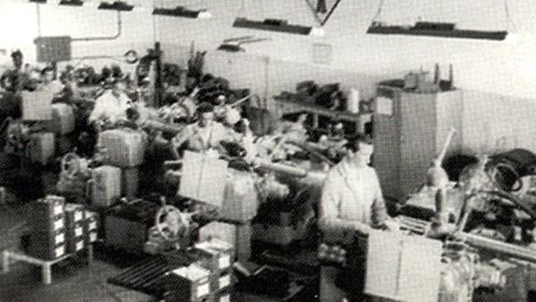 Fue iniciada la producción de rodamientos para cajas de cambio del Fusca y de la Kombi – dos éxitos de ventas de Volkswagen.