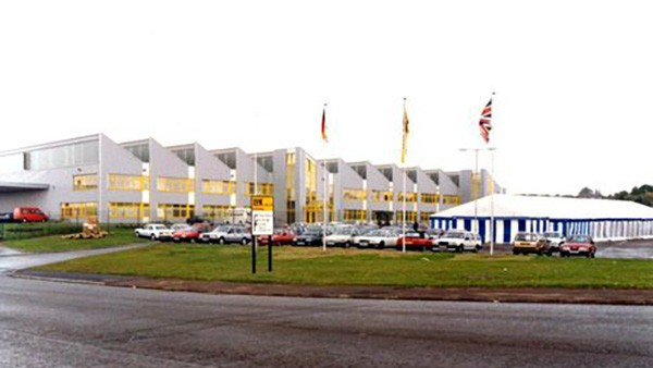 LuK (UK) Limited's new factory in Sheffield is officially opened by the Rt. Honourable Lord Trefgarne, Minister for Trade.