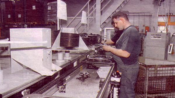 A termelés volumenbővülése lendületet vesz, amely magával hozza a területi és létszámbeli bővülést is.