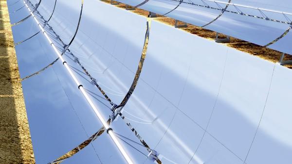 Las centrales de energía solar de concentradores parabólicos forman parte de las centrales termosolares.