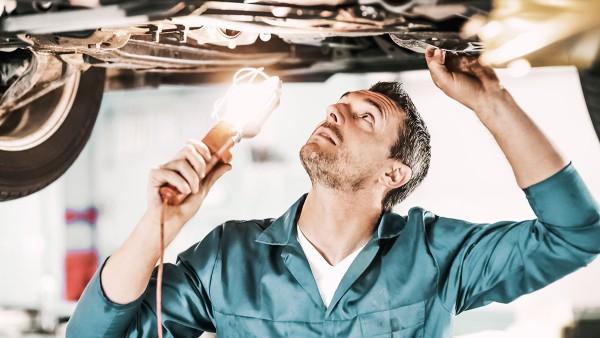 Schaeffler hilft in Rumänien bei der Wartung und Reparatur von Krankenwagen, die für die Versorgung von Corona-Patienten unersetzlich sind.