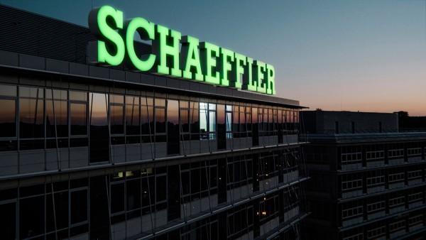 Die Schaeffler AG und die Familie Schaeffler spenden gemeinsam 1 Million Euro an das Rote Kreuz.