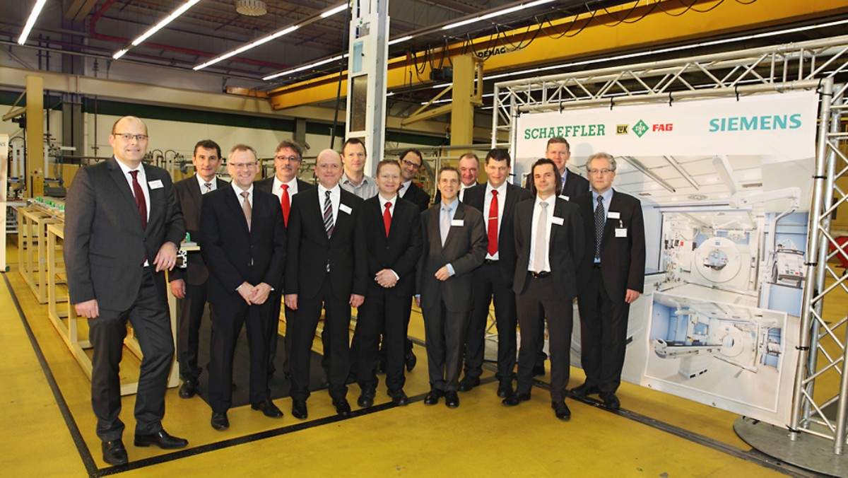 From left to right: Peter Schuster (Schaeffler), Fritz Bornträger (Schaeffler), Dietmar Heinrich (Schaeffler), Peter Klos (Schaeffler), Ralf Moseberg (Schaeffler), Andreas Keilholz (Siemens Healthcare), Alexander Reis (Schaeffler), Joachim Bockenheimer (Schaeffler), Martin Schreiber (Schaeffler), Klaus-Peter Zeilinger (Schaeffler), Christian Gassner (Schaeffler), Henning Dombek (Schaeffler), Olaf Just (Siemens Healthcare), and Ulrich Förner (Siemens Healthcare)