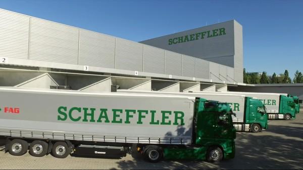 Rund 640 Tonnen Reparatursets, Zubehörteile und Spezialwerkzeuge verlassen jede Woche das Lager in Langen, dem Hauptsitz des Automotive Aftermarket.