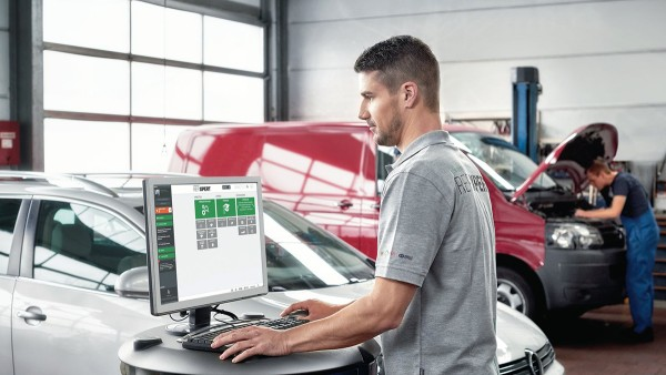 At our REPXPERT online portal, garage employees find all the components they need for repair.