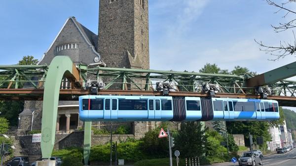 Wuppertaler Schwebebahn: Die neuen Wagen sind mit leistungsstarken Elektromotoren, robusten Antriebskomponenten und einer steiferen Karosserie ausgestattet.