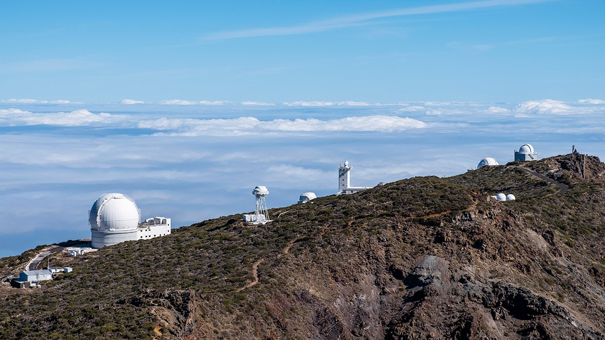 On the Roque de los Muchachos, astronomers can expect several large telescopes and an almost perfect view into space.