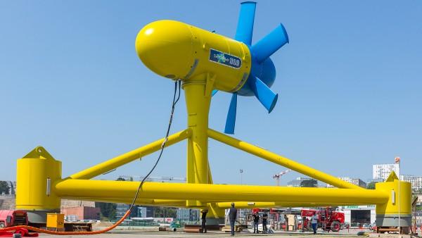 Sabella D10 ist ein wahres Koloss: 17 Meter Gesamthöhe, zehn Meter Rotordurchmesser, 450 Tonnen Gewicht