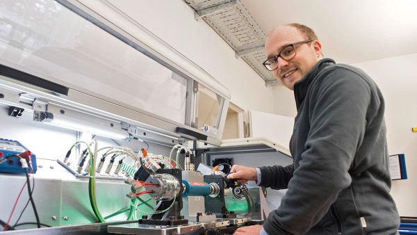 Sven-Erik Asmussen joined Schaeffler as a working student, now he works at SHARE at KIT.