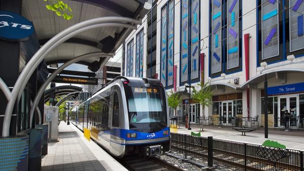 """Der """"Blaue Zug"""" verbindet den Süden der Stadt Charlotte in North Carolina mit dem Zentrum."""