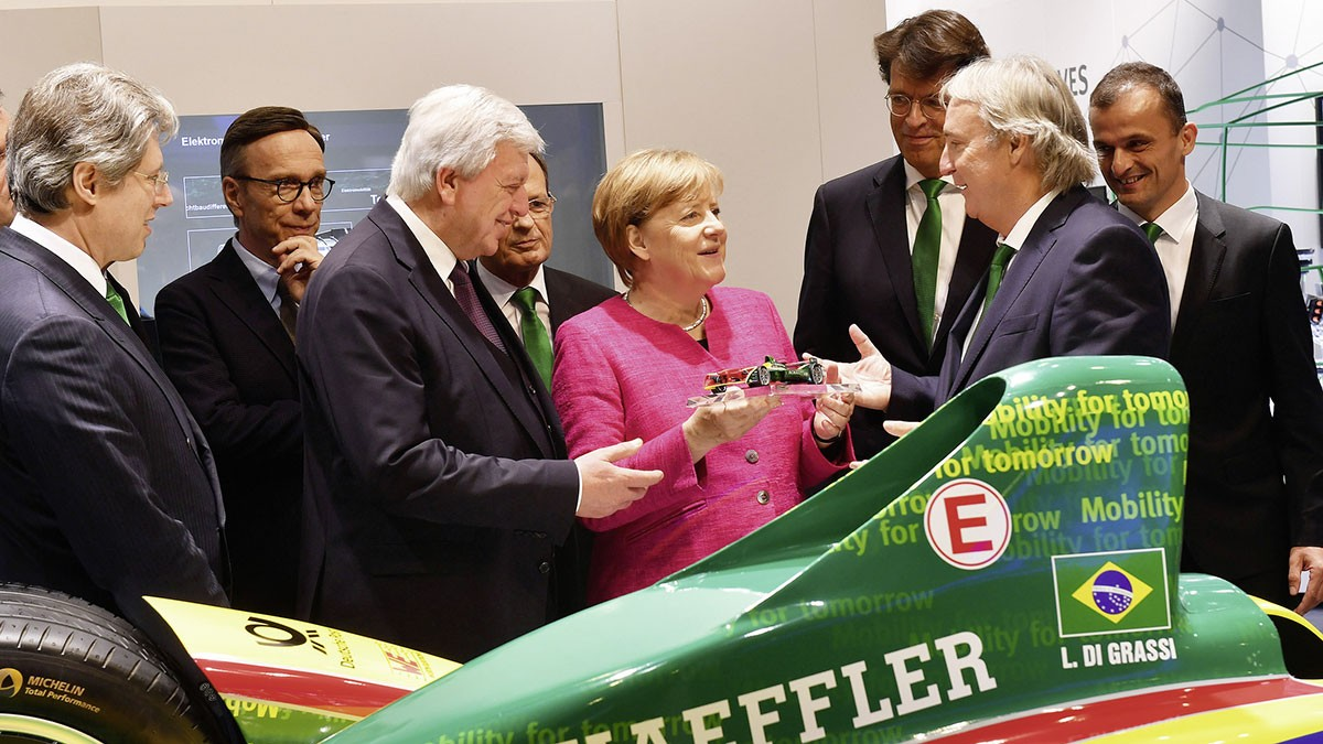 Schaeffler at the IAA 2017: Angela Merkel visits Schaeffler at IAA trade show