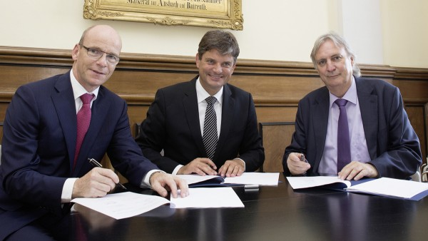 SHARE at FAU: Signing of the cooperation agreement on SHARE at FAU