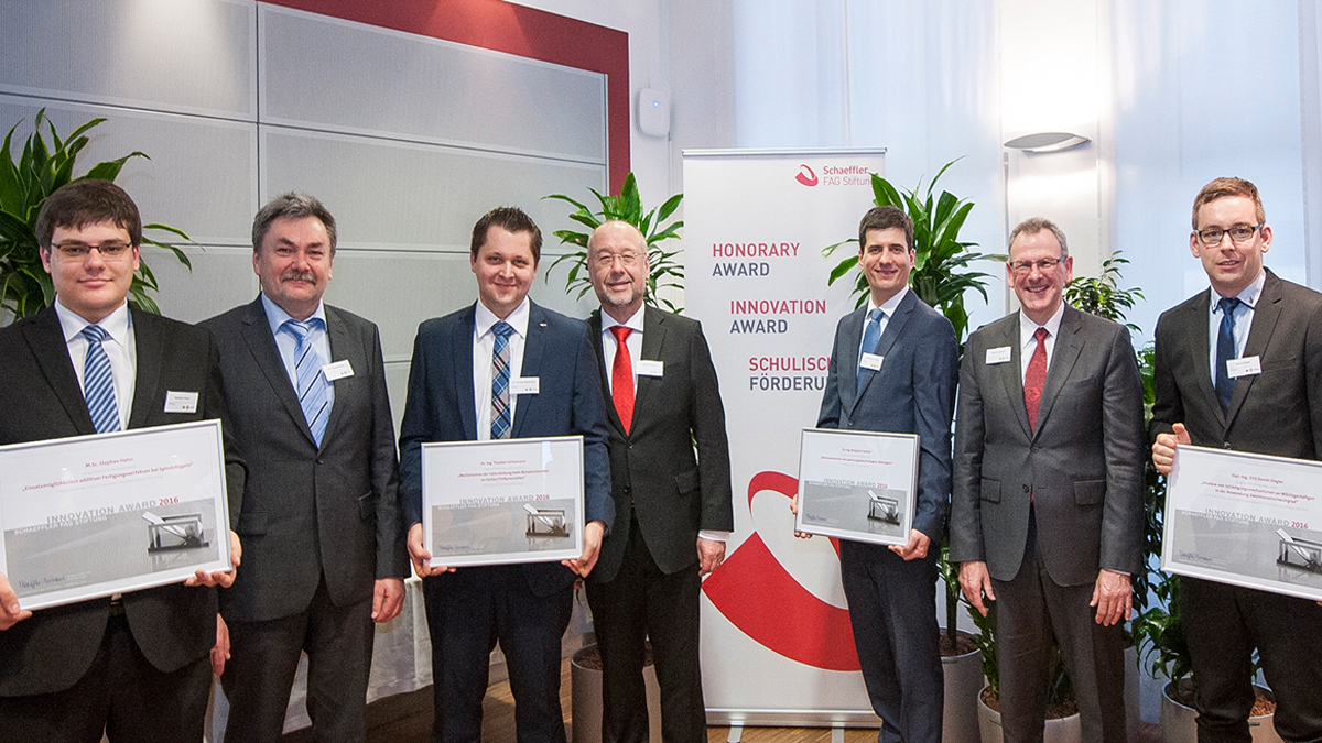 The Schaeffler FAG Foundation honors young scientists for their outstanding final theses