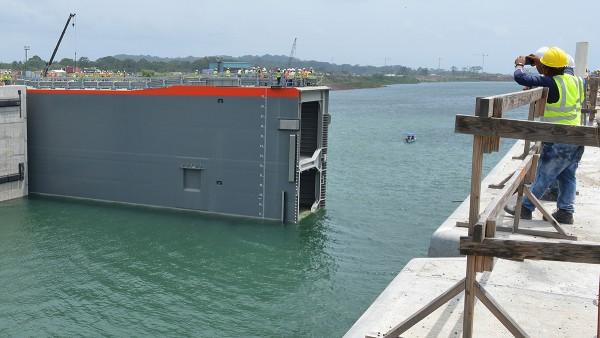 Projektgeschäft: Schaeffler Italien und Cimolai Technology haben bei der Lagertechnik für die Schleusen des neuen Panama-Kanals zusammengearbeitet.