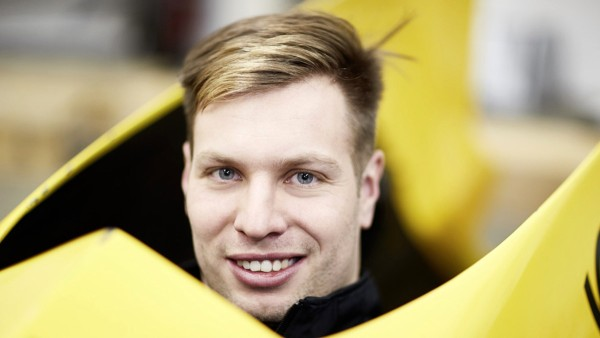 Nico Walther during a test sitting: In bobsledding, feedback from the athletes is decisive for optimizing and further developing the bobsleds. Athletes and developers are constantly exchanging information.