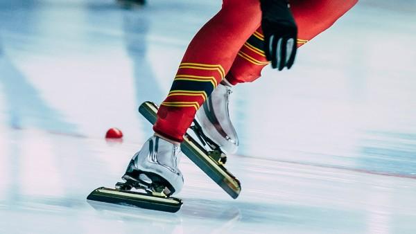 Wenn Athleten im Winter auf Schnee und Eis unterwegs sind, dann geht es vor allem um Geschwindigkeit. Manchmal entscheiden nur wenige Hundertstelsekunden über Sieg oder Niederlage.